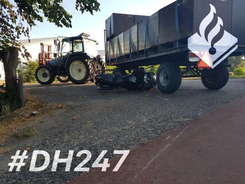 Motorrijder botst op tractor met aanhanger in Hillegom