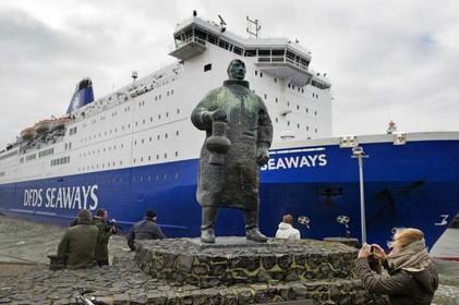 Ook IJmuiden treft maatregelen harde brexit: parkeerterrein voor vrachtwagens bij veerboot