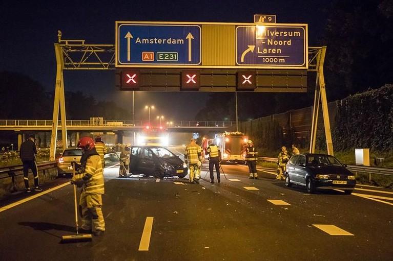 A1 enige tijd volledig dicht na ernstig ongeval bij Laren [update]