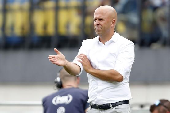 AZ-trainer Arne Slot spreekt van 'rare dag': 'Helaas nog geen antwoorden'