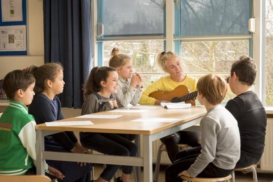 Leerlingen De Tweemaster uit Leiden hopen tot het ideale Kinderen voor kinderen-lied te komen met hulp van Miss Montreal