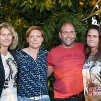 Boer Riks met rechts Eline Meinema en links rivale Mara.