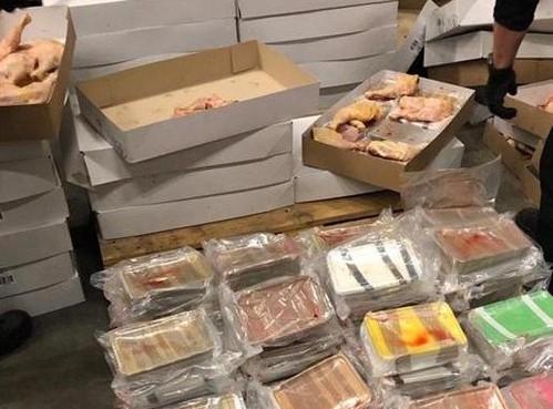 Drugs gevonden in lading kippenbouten, pand doorzocht in Zwanenburg