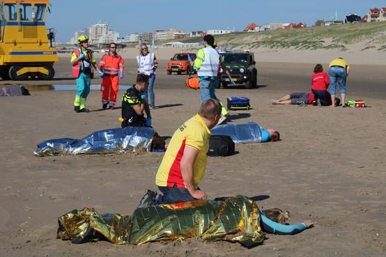 Hulpdiensten oefenen ramp tijdens schooluitje op strand van Noordwijk: 'Alstublieft, help mij dan toch' [video]