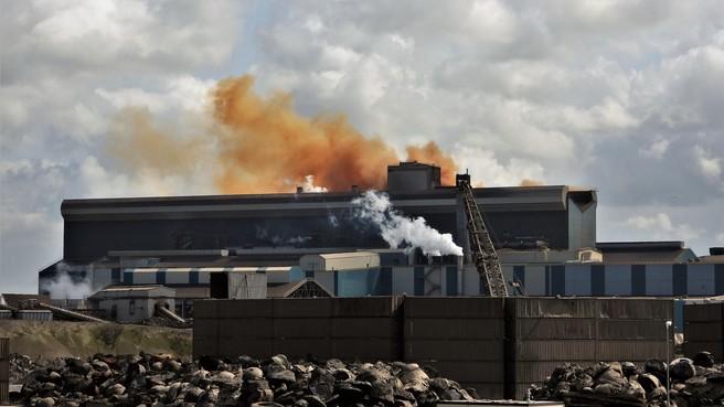 Stichting IJmondig vindt dat provincie harder moet ingrijpen bij milieuovertredingen Tata Steel en Harsco