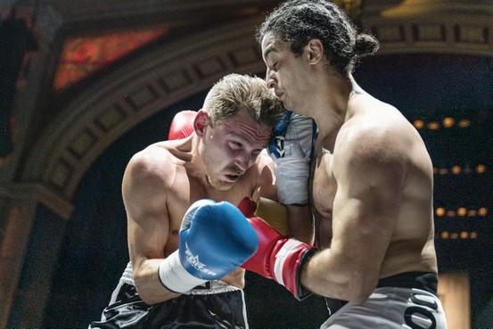 Hoe een Hilversumse letselschadeadvocaat in de boksring van een uitverkocht Koninklijk Theater Carré belandde en rake klappen incasseerde en uitdeelde