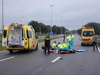 Motorrijder ernstig gewond in Vijfhuizen, N205 dicht