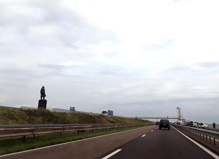 '40 miljoen naar verbreding sluizen Afsluitdijk'