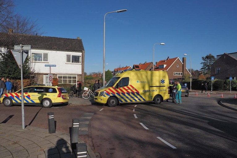 Jonge fietser geschept door auto in Driehuis