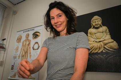 Hoornse Merel van Bockxmeer start praktijk in acupunctuur