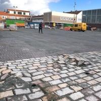 De stenen op het Velserduinplein waren niet berekend op vrachtverkeer.