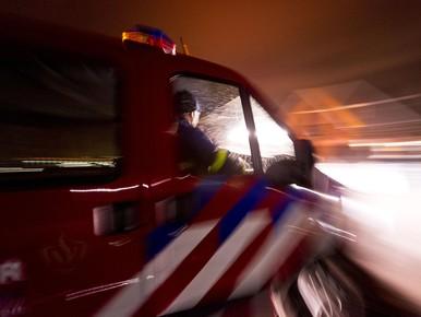 Auto met aanhanger verwoest door brand in Zwaag