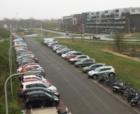 Atletiekvereniging wil dat gemeente te hulp schiet: 'Parkeerproblematiek Rijnsoever verhelpen'