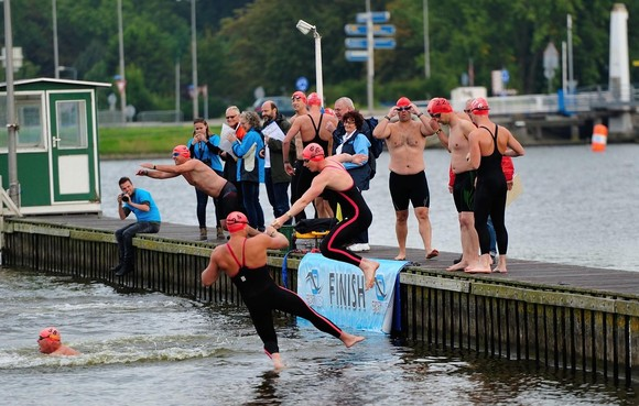 Open water wedstrijd Oude Veer voorbeeld van zwemdiscipline die aantrekt