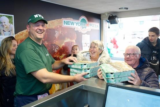 Jarige pizzabakker uit Beverwijk haalt 5000 euro op voor Kika