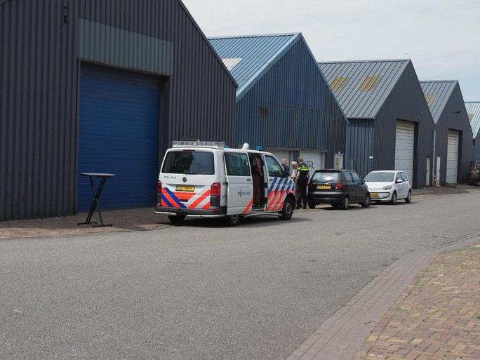 Grote politieactie in havengebied van IJmuiden; hennepkwekerij aangetroffen aan Vuurtorenstraat