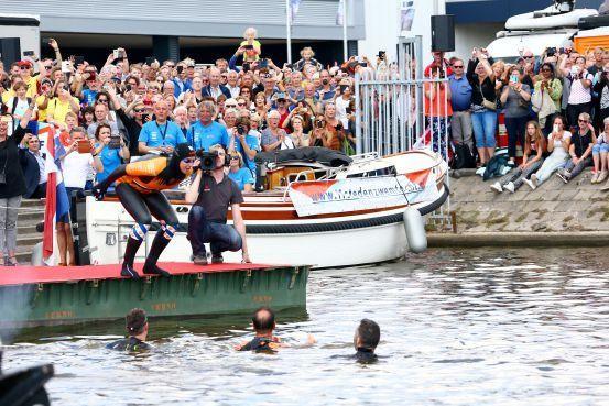 Kijk hier het liveblog over de 11stedenzwemtocht van Maarten van der Weijden terug