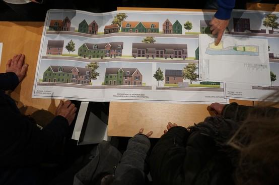 In de rij voor plannen wijk aan Noordeinde Wormerveer