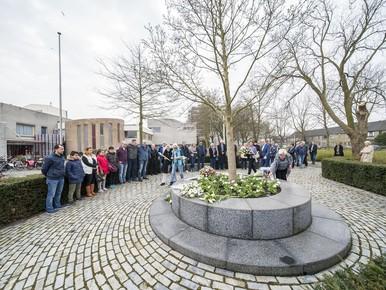 Alphen aan den Rijn herdenkt Ridderhoframp
