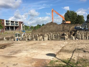 Heipalen voor 24 watervilla's in Park Groenwijck geslagen