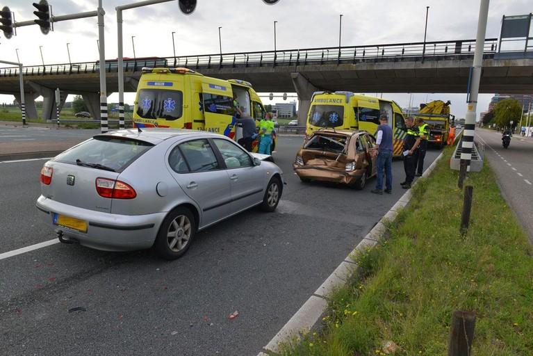 Automobilist botst achterop stilstaande wagen op N196 bij Hoofddorp