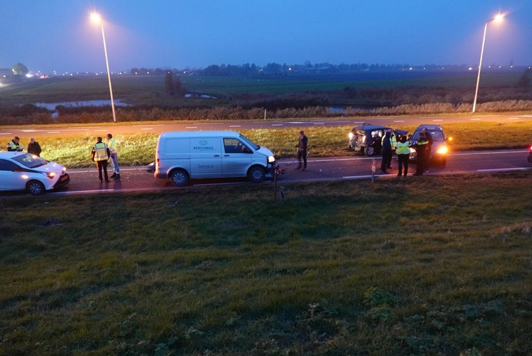 Ongeluk met vier auto's en gewonde tijdens afhandeling eerder ongeval