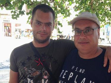 Uit Spaanse cel vrijgelaten minderjarige Noord-Hollander Charly in Nederland met zijn familie herenigd