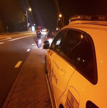 Man weer gepakt zonder rijbewijs in Leiden: zijn date moet lopend verder