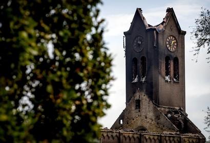 Schildersbedrijf 'in diepe rouw' na brand kerk Hoogmade [video]