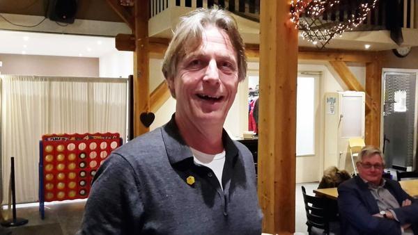 Gouden speld voor bijenexpert Bart Vos