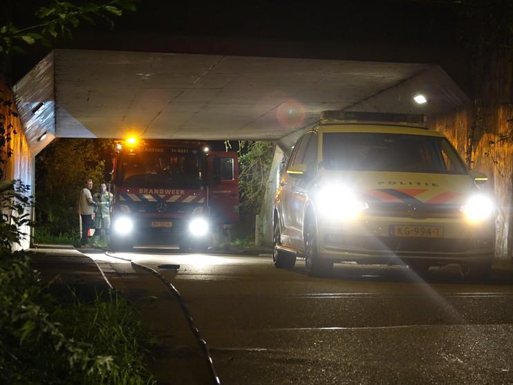 Motorscooter gaat in vlammen op in fietstunneltje Zaandam [video]