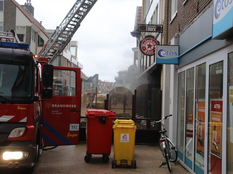 Hostel ontruimd na rookontwikkeling door keukenbrand in Katwijk