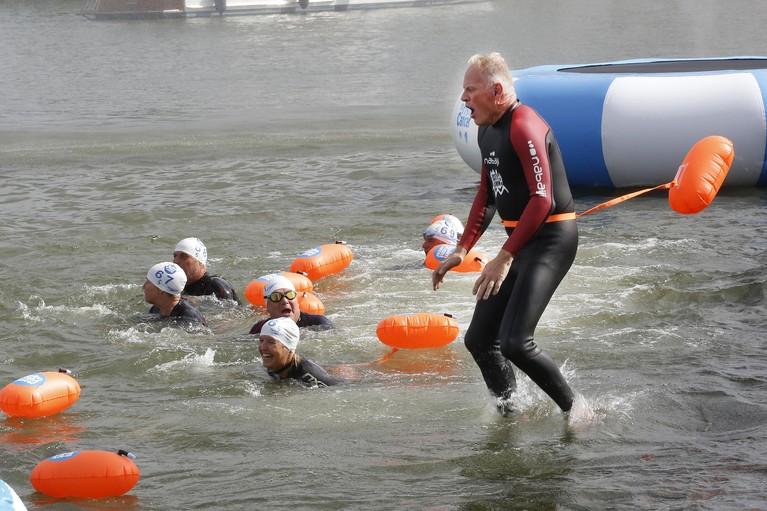 Swim to fight cancer Gooise Meren: de teller staat op €127.290 [video]