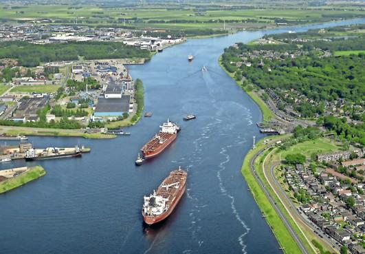 Werknemers sleepbedrijf Svitzer staken weer: scheepvaart in Noordzeekanaal ligt stil