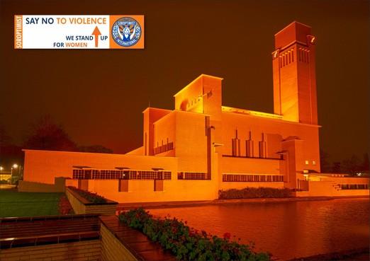 Doet Huizen mee aan wereldwijde actie Orange the World?