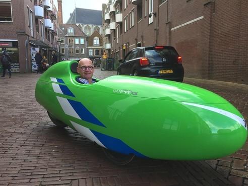 Niels is verslaafd aan zijn velomobiel. 'Hé man, kom je van de maan? vroeg een Amsterdammer'