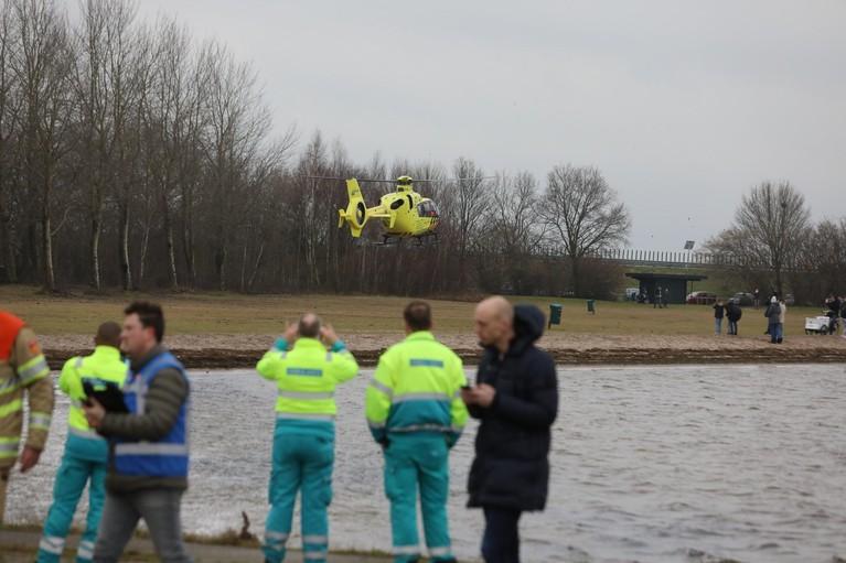 Grote zoekactie op Gooimeer en Eemmeer naar neergestort 'vliegtuigje' leidt tot niets [update]