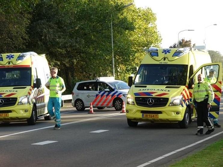 Bestuurder raakt gewond bij stevige kop-staartbotsing in Enkhuizen