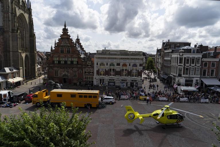 Haarlemse Muggenronde stilgelegd vanwege traumahelikopter op Grote Markt [video]