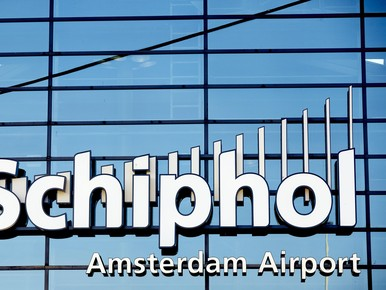 Flinke vertragingen op Schiphol door onweer