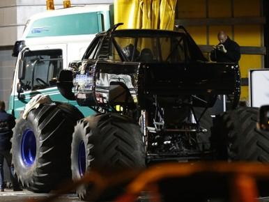 Beslag op drie panden coureur monstertruck