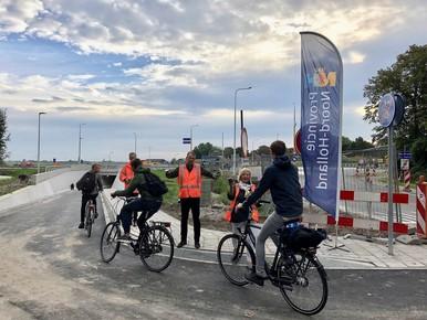 Traktatie bij start fietstunnel Berkhout
