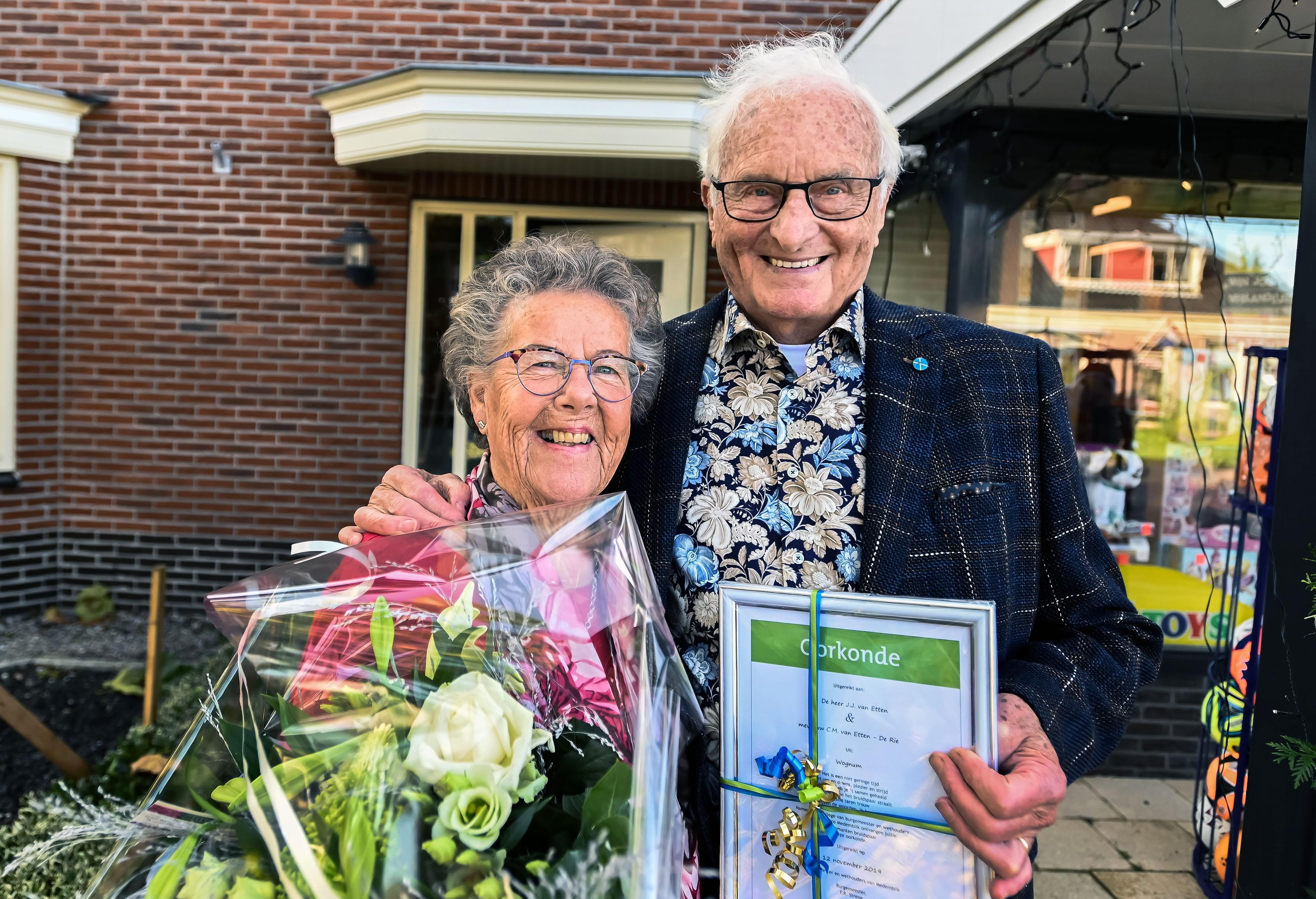 Jaap en Tinie van Etten uit Wognum 60 jaar getrouwd: 'Alle charmes in de strijd' - Noordhollands Dagblad