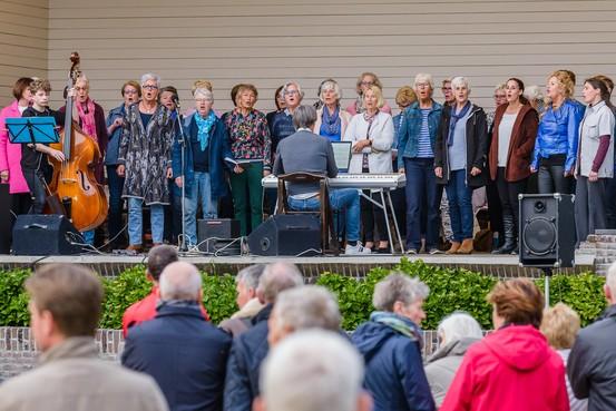 Zingen in het Agathepark Krommenie