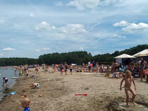 Vrienden van 't Gooi maken bezwaar tegen Blaricum Beach; 'gemeente en provincie hebben steken laten vallen'