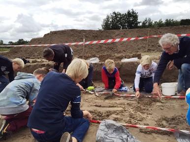 Door kinderen opgegraven Romeins sieraad in museum Heiloo
