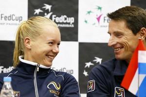 De Nederlandse kopvrouw Kiki Bertens (links) en Fedcupcaptain Paul Haarhuis. © EPA