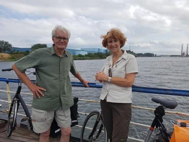 Heen en Weer: Frank en Eke helpen berooide zoon op weg