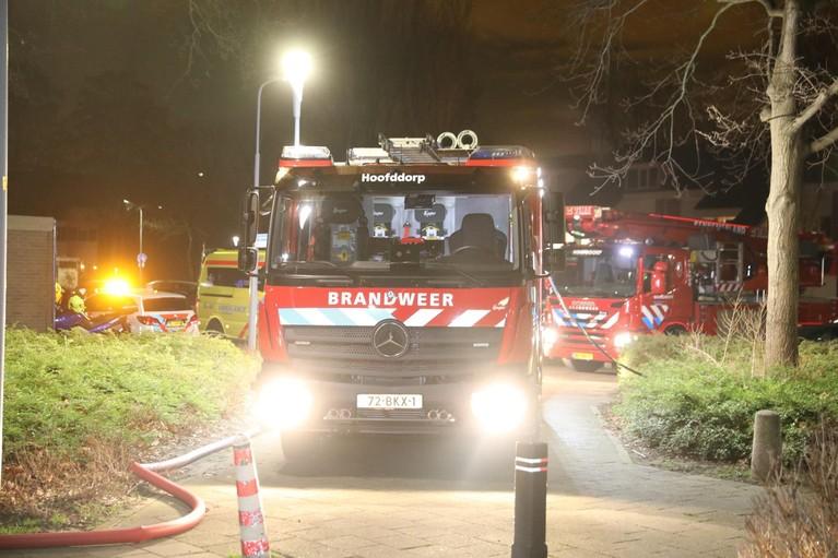 Zwaargewonde bij brand in flat Egholm Hoofddorp [video]