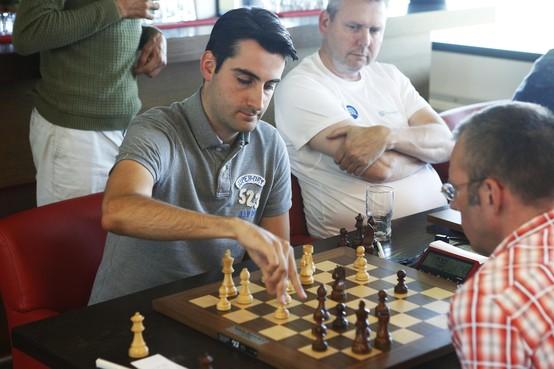 Tussen computers en legendes wint Sokolov het tweede Fish Partners Toernooi